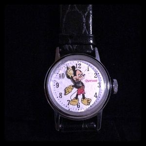 Vtg 1940's Ingersoll Mickey Mouse Wind Up watch